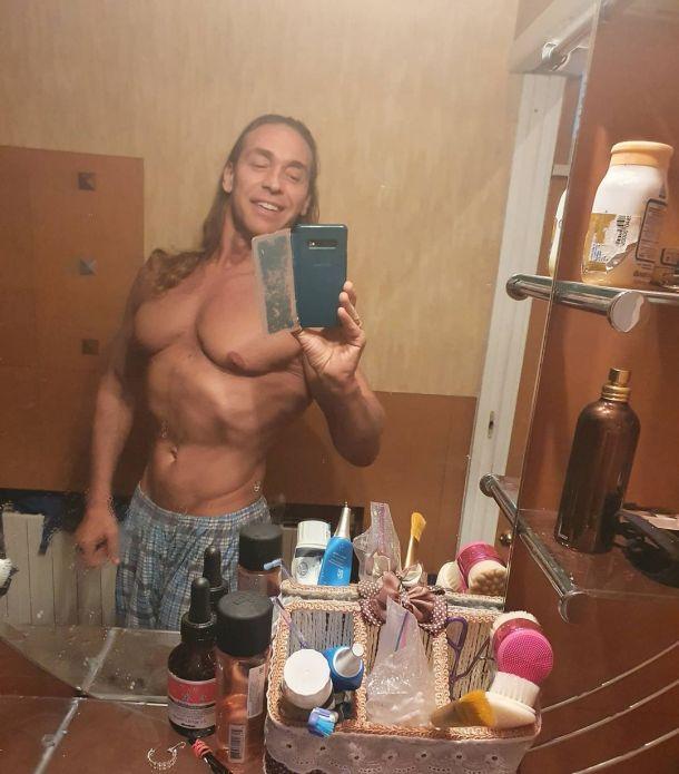 Тарзана обсмеяли за неудачное фото из ванной