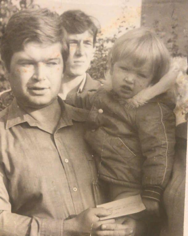 Вера Брежнева почтила память своего отца