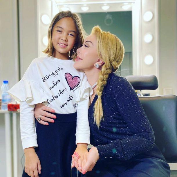 Любовь Успенская продвигает на шоу «Голос» юную певицу из Казахстана