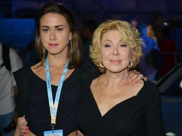Любовь Успенская рассказала, куда ее дочь потратила вырученные с телепередач деньги