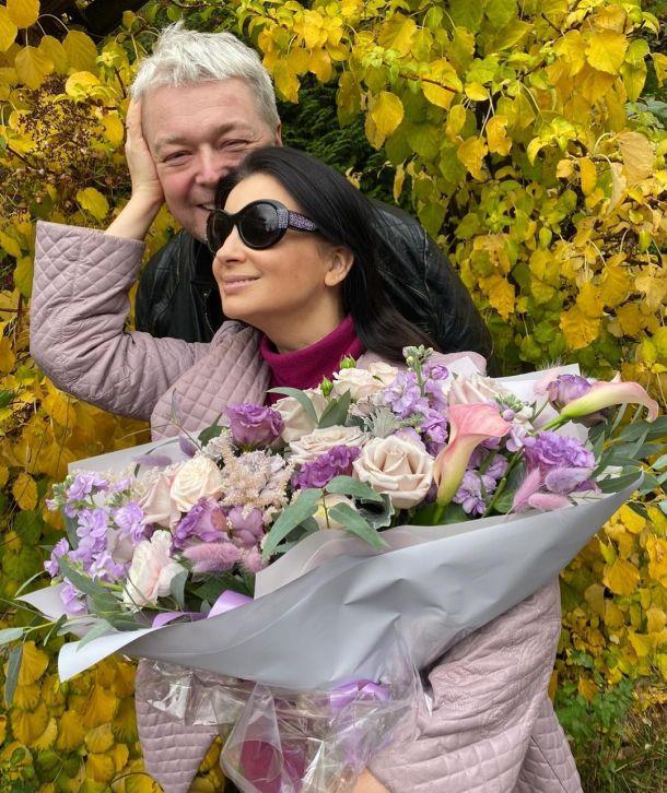 52-летняя Екатерина Стриженова восхитила поклонников формами в монокини с воланами