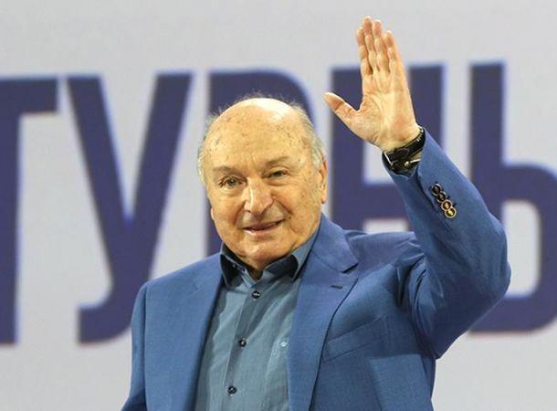 Алла Пугачева намекала на тяжелую болезнь Михаила Жванецкого
