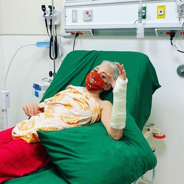 """Звезда """"Зачарованных"""" Роуз Макгоуэн оказалась в больнице с переломом"""