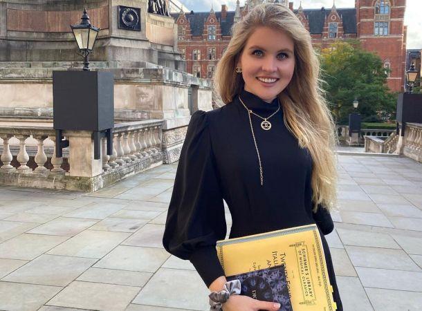 Дочь Александра Малинина в леопардовом пальто снова восхитила стилистов