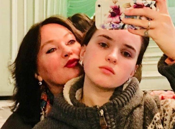 Лариса Гузеева показала дочь в странном наряде