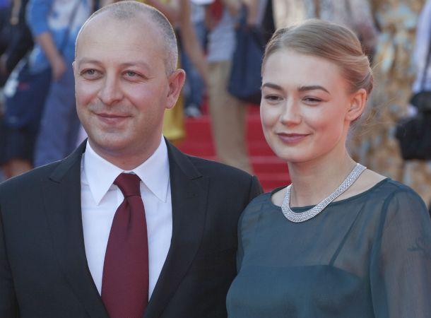 Муж Оксаны Акиньшиной появился на кинопремьере в одиночестве