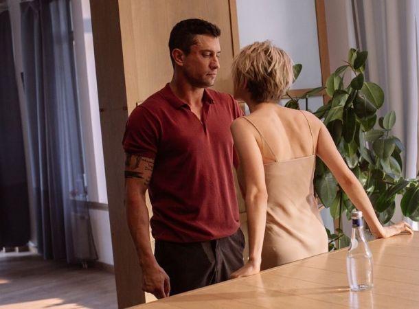 Павел Прилучный снялся в обнимку с привлекательной блондинкой