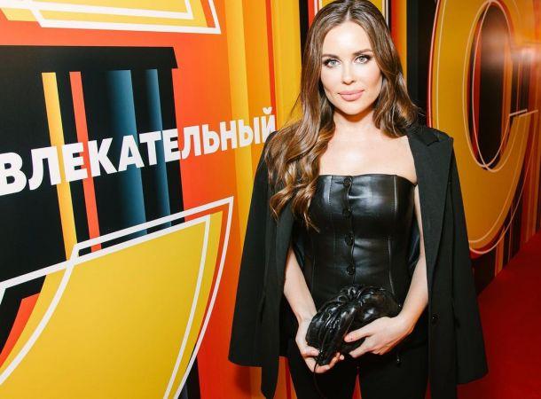 Юлия Михалкова сверкнула идеальной фигурой в бюстье и кожаных шортах