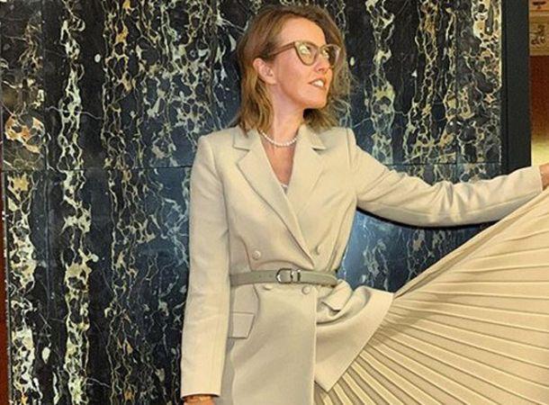 Ксения Собчак вышла в свет в необычном платье