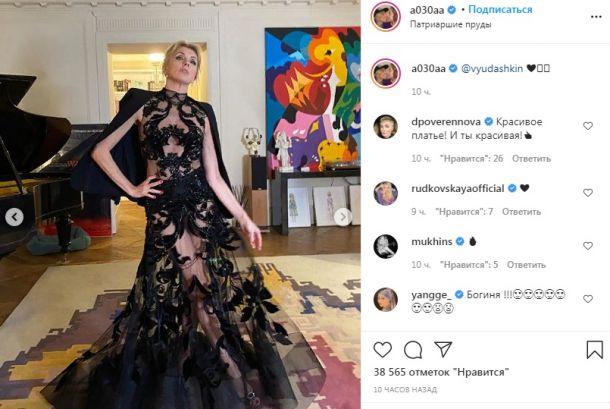 """Светлана Бондарчук впечатлила гостей премии GQ """"голым"""" платьем"""