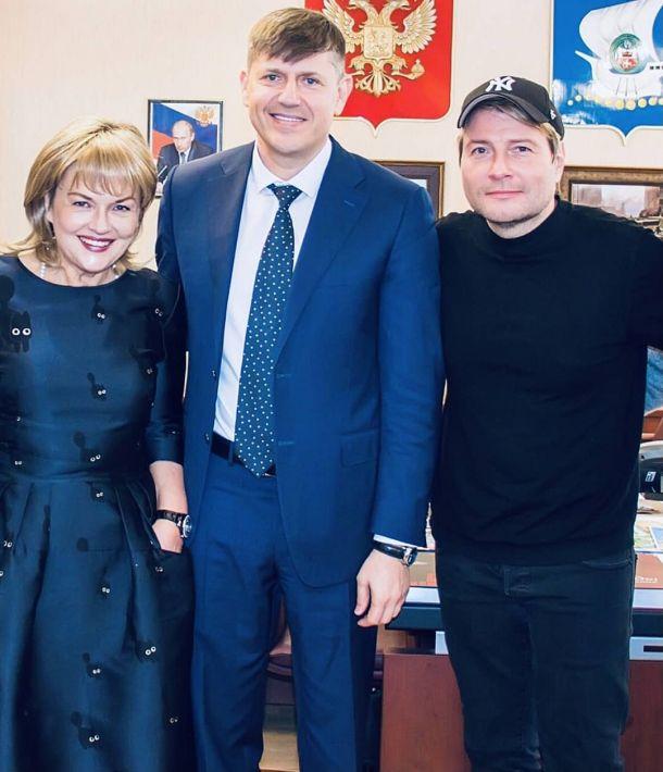 Александра Яковлева совершила променад по Калининграду с Николаем Басковым