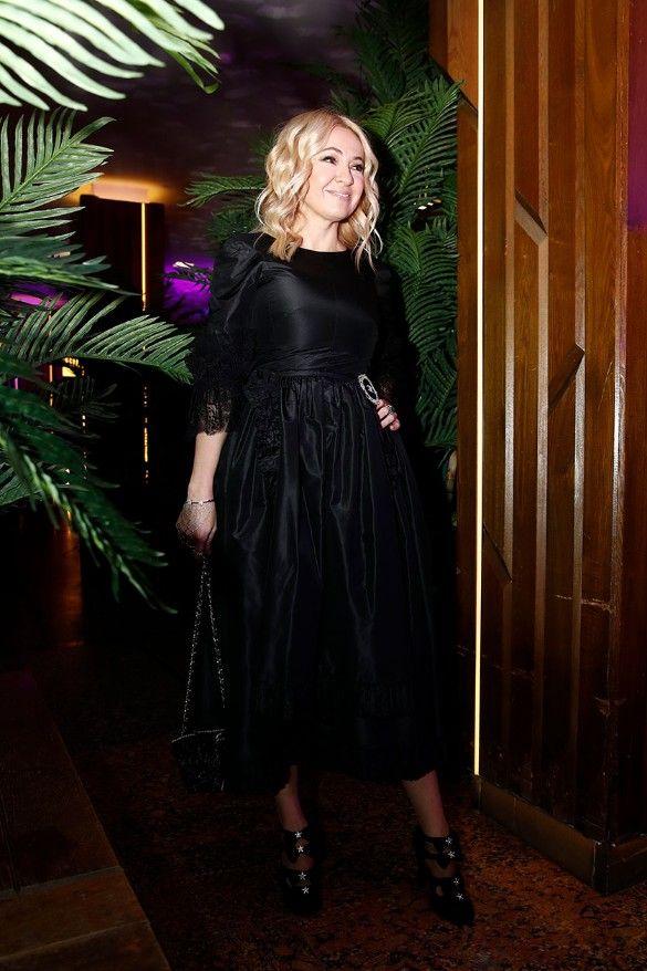 Яна Рудковская пришла на премию GQ в total black