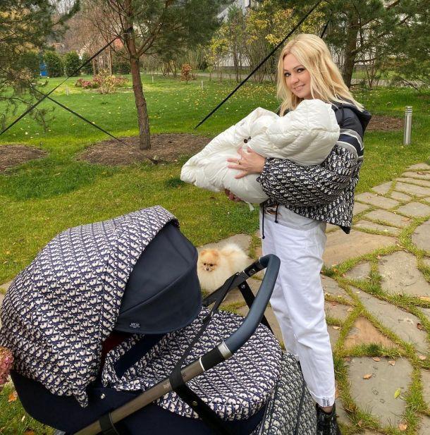 Яна Рудковская похвасталась шикарным подарком для младшего сына от Dior