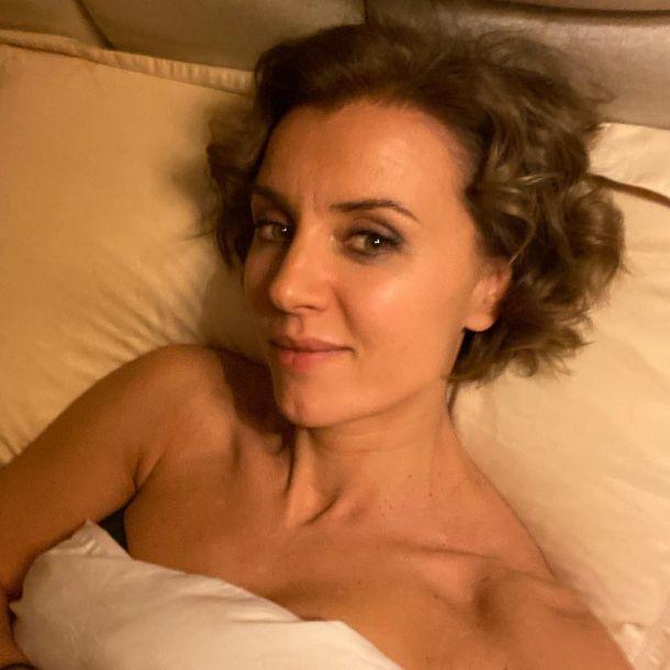 Ксения Алферова снялась обнаженной в постели