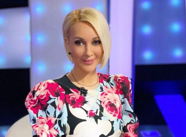 Лера Кудрявцева появилась на съемках в платье в японском стиле