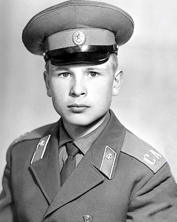 Александр Малинин показал себя в юности на армейском снимке