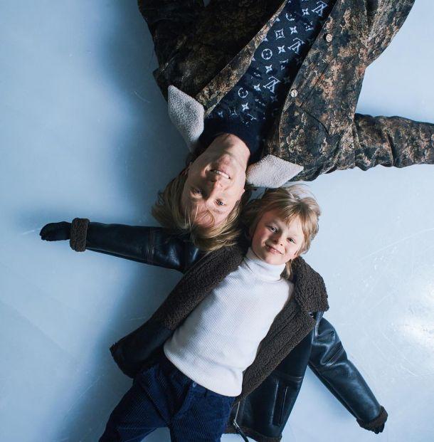 Евгений Плющенко порезвился с сыном в бассейне