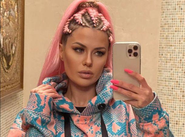 Виктория Боня блеснула формами в леопардовом купальнике