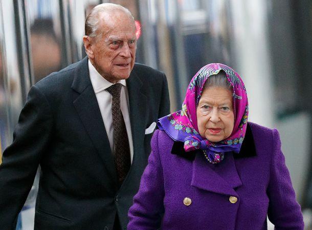 Елизавета II может отречься от престола в случае смерти мужа