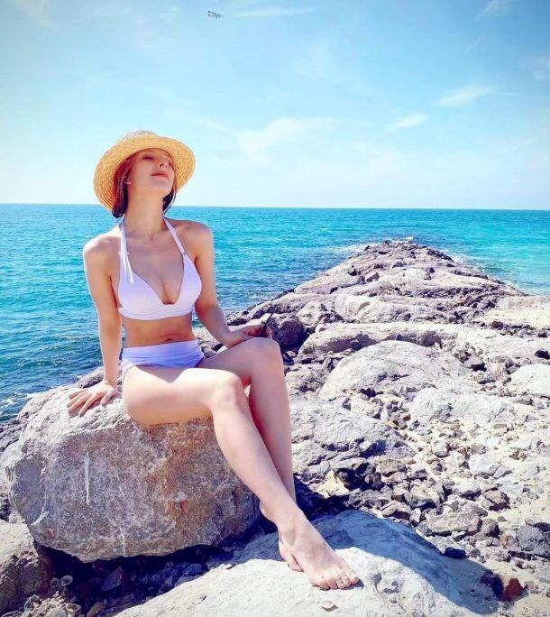 Лиза Арзамасова блеснула эффектной фигурой в купальнике