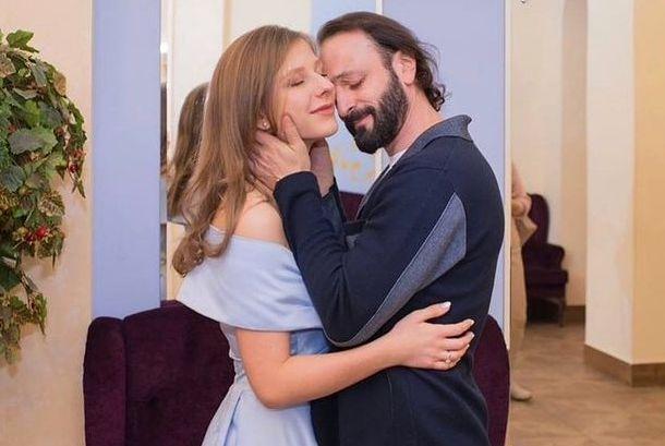 Стало известно, сколько потратил Илья Авербух на романтический отпуск с Арзамасовой