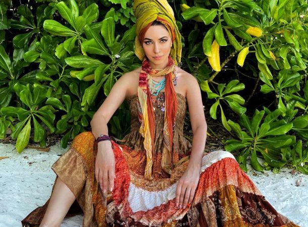 Поклонники восхитились идеальной фигурой Зары в алом монокини