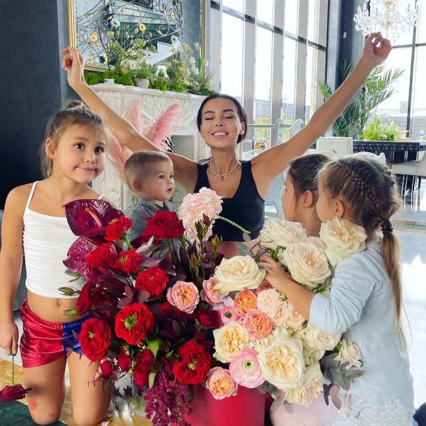 Оксана Самойлова потратила на очередную пластику груди больше полумиллиона рублей