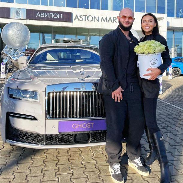 Джиган преподнес жене эксклюзивный автомобиль