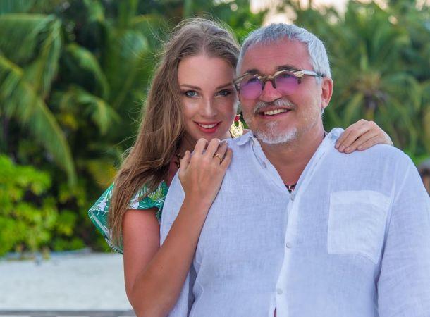 Полина Диброва рассказала о странной шишке, появившейся на щеке у мужа