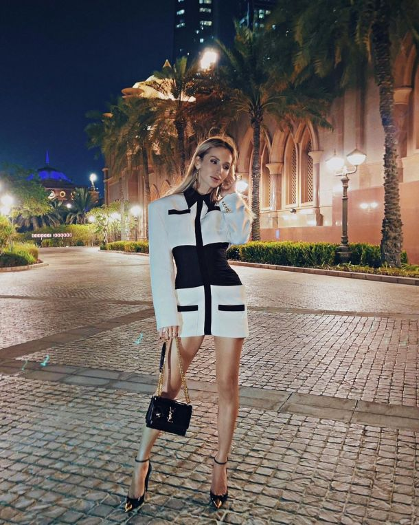 Светлана Лобода подчеркнула идеальную фигуру монохромным кожаным луком