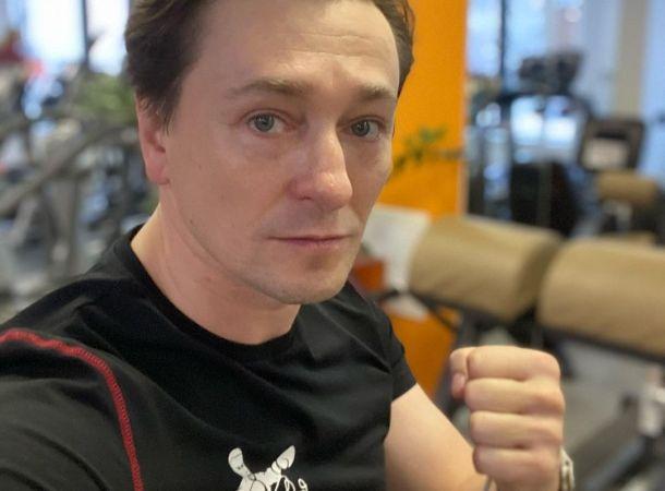 Сергей Безруков оказал вдове Андрея Мягкова материальную помощь