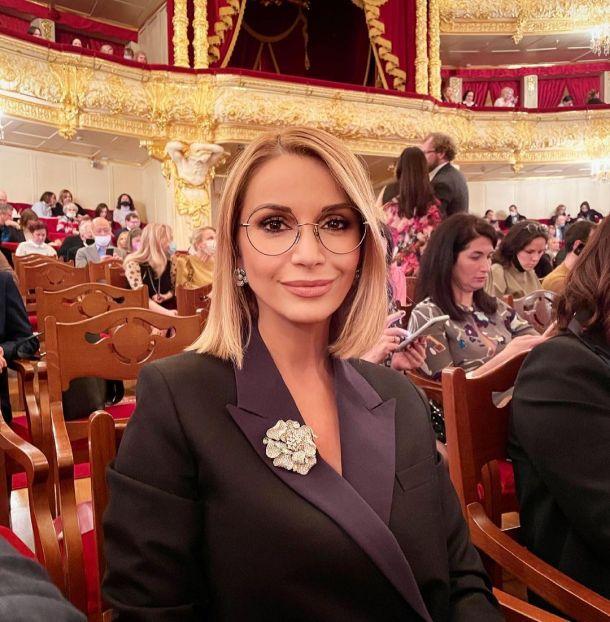 Ольга Орлова блистала в Большом театре в смокинговом жакете
