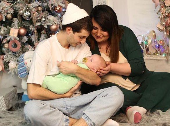 Саша Черно с мужем и ребенком переехала в роскошную квартиру