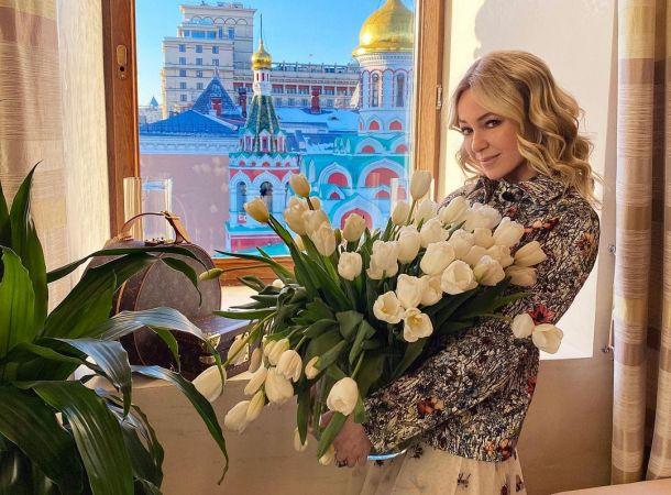 Яна Рудковская в пышном платье посетила званый ужин Филиппа Киркорова