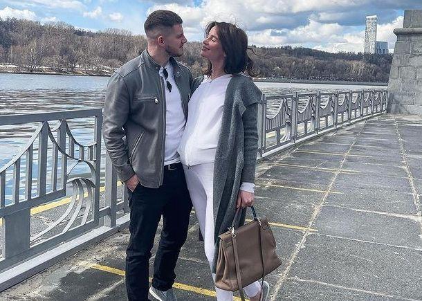 Стало известно о тайной свадьбе беременной певицы Алексы