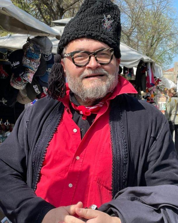 Валентин Юдашкин представил стильную альтернативу шапкам