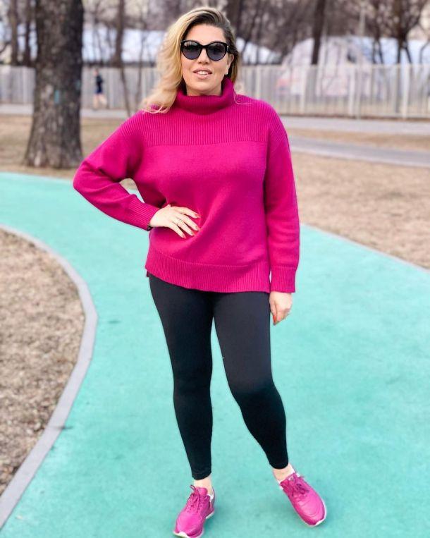 «Стройная красоточка!»: Похудевшая Екатерина Скулкина в лосинах впечатлила поклонников