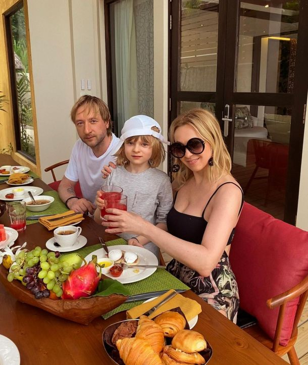 Яна Рудковская оправдалась, что не взяла на Мальдивы младшего сына