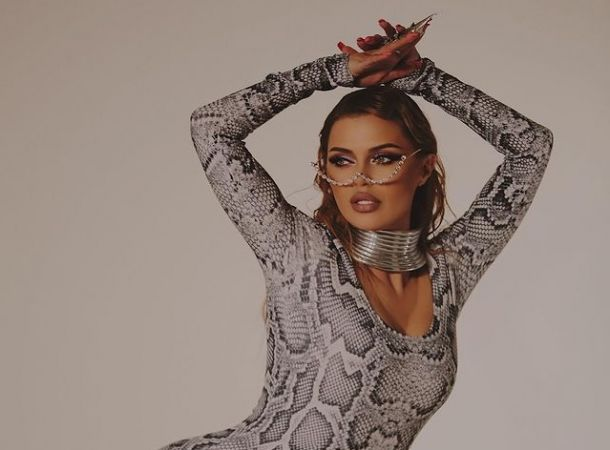 Виктория Боня поделилась откровенным видео, демонстрируя прелести своей фигуры