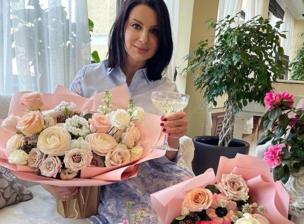 Екатерина Стриженова вернулась к работе после перелома