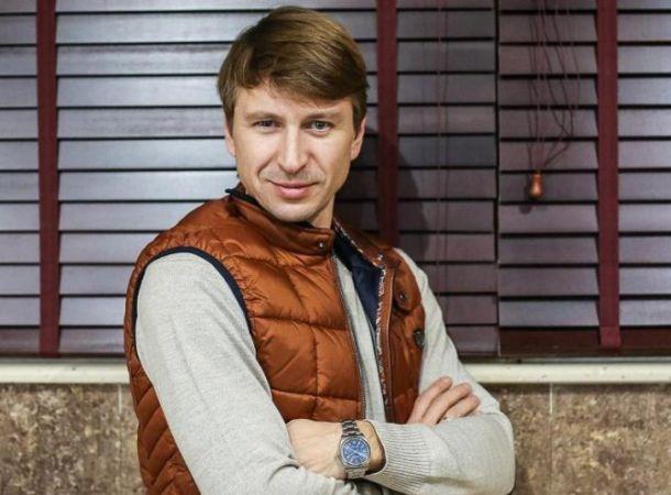 Алексей Ягудин показал, как нужно использовать большой живот в хозяйстве