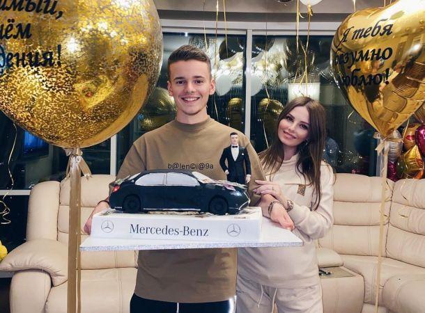 Арсений Шульгин с женой поздравил ее сестру с днем рождения