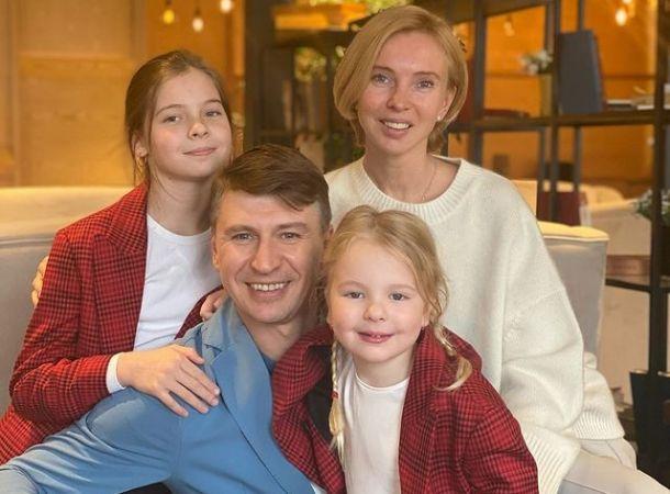 Алексей Ягудин познакомил с помощницей, которая живет с ним под одной крышей