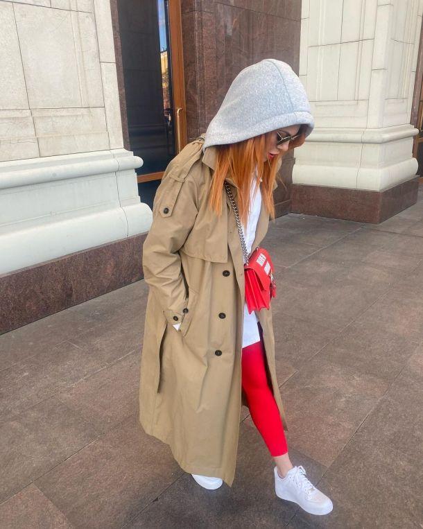 Анастасия Стоцкая отправилась на променад в ярком аутфите