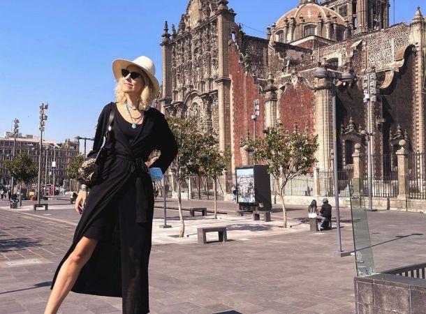 Ксения Собчак в юбке-солнце и нюдовом топе путешествует по Мексике