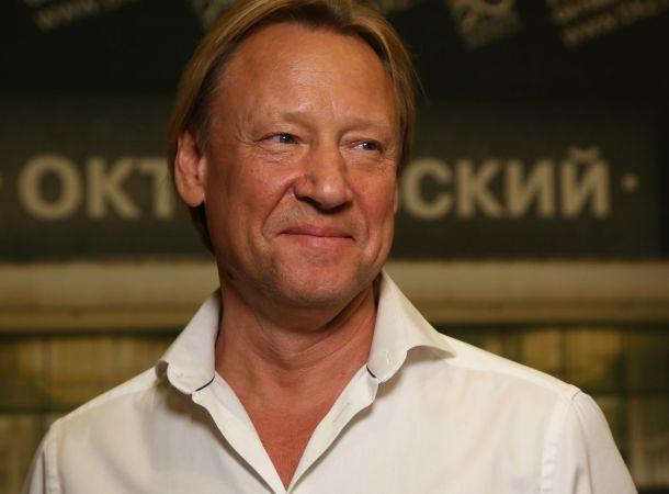 Потерявший отца и тестя Дмитрий Харатьян вакцинировался от коронавируса