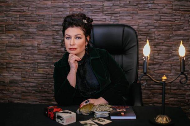 Известная ясновидящая Алена Полынь открыла в Москве первый в мире университет магии и колдовства
