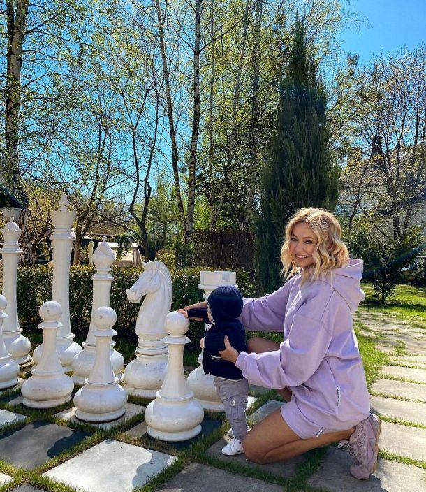 """""""Купила ребенка"""": Яна Рудковская подверглась травле за фото с младшим сыном"""