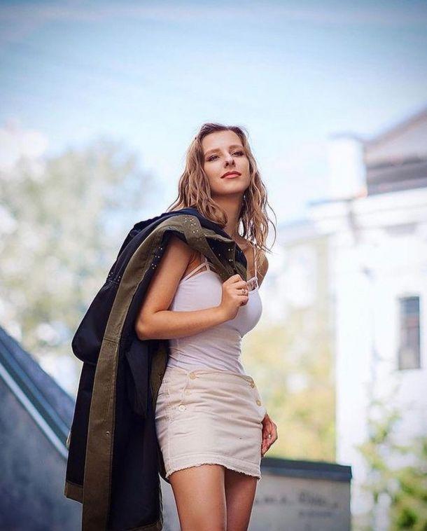 Беременная Лиза Арзамасова прощается с тонкой талией