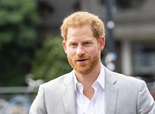Елизавета II подавлена словами принца Гарри о своем отце